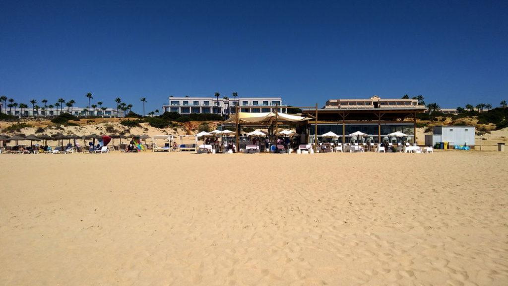 """Pure Beach Club am """"La Barrosa""""-Strand in Novo Sancti Petri"""